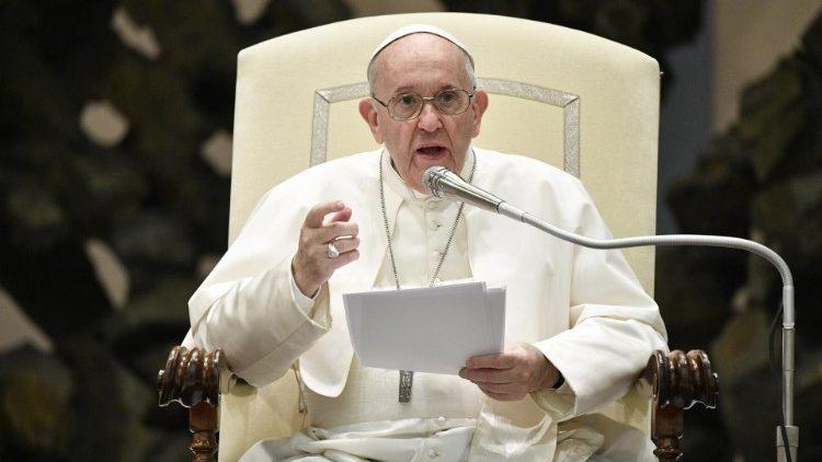 O Papa no Angelus: deixemos que Cristo nos coloque em crise
