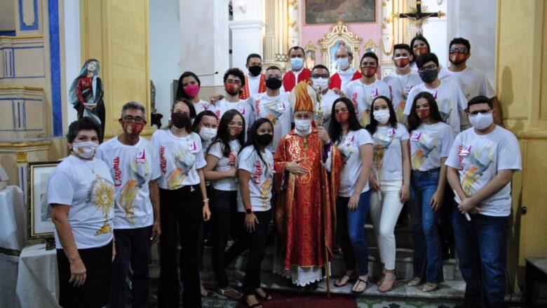 DOM VASCONCELOS CELEBRA SANTA MISSA E CRISMA NA PARÓQUIA DA SÉ DE SOBRAL
